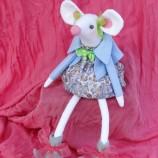 Емма - текстилна кукла, бяла мишка