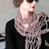 Ефектен плетен  шал и дупчена барета