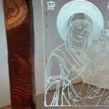 Ръчно изработена икона върху стъкло с дървена рамка