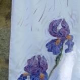 Ръчно рисуван копринен шал с тематика Перуника р-р 1400/400мм.