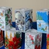Ръчно изработени свещници с коледни декорации