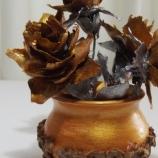 Мини ваза със златни рози