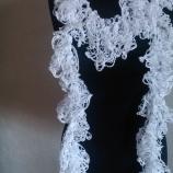 Плетен бял шал
