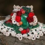 Малахит и рози - плетен маншет на една кука