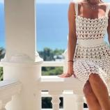 Бяла рокля на една кука
