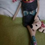 Куклата със сините коси