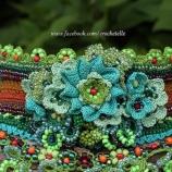 Бохо плетена гривна в зелени нюанси