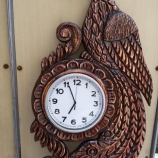 часовник с дърворезба паун