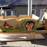 дървена ръчна количка с рисувани картини
