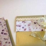 Картичка и плик за паричен подарък в златисто и ръчна хартия