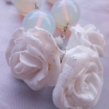 Колие бели рози и опал