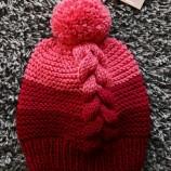 Дамска плетена шапка!
