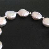 Гривна със сребърни елементи и перли
