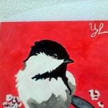 Пролетна птичка кацнала на черешово дърво