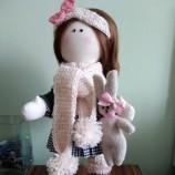 Момиче с заек текстилна кукла