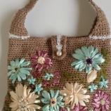 Ръчно плетена дамска чанта на цветя