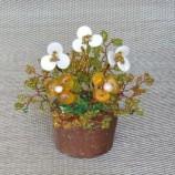 Саксийка с цветя