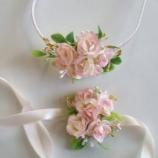 Комплект от диадема и гривна с цветя