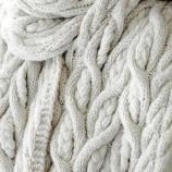 Ръчно плетене овърсайз шал с релефна плетка