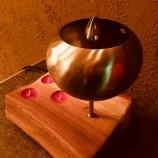 Ръчно изработена нощна лампа, комбинирана със свещник.
