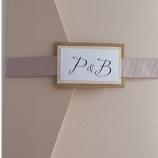 Сватбени картички с имената или инициалите на младоженците