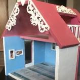къща за кукли от дърво
