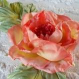 Роза от сатенирана коприна! Брошка