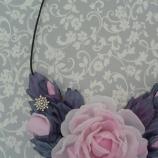 колие от копринени цветя