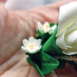брошка с бели цветя/сватбен аксесоар