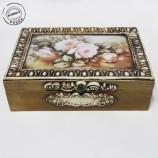 Кутия за чай с рози и орнаменти