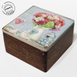 Дървена кутия с рози и пиленца