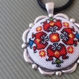 Медальон с ръчна бродерия