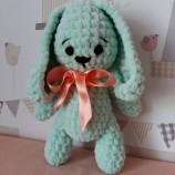 ръчно плетена плюшена играчка зайче