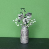 вазичка с цветя от камъни