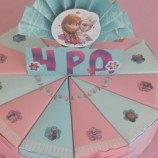 торта от картон за детски рожден ден Елза и Ана
