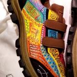 Рисувани спортни обувки