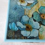 Кутия със синьо цвете