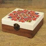 Дървена кутия с шевица