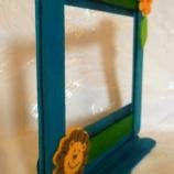 Рамка с лъвче и цвете в син, зелен цвят