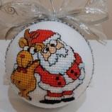 Ръчно бродирани Коледни топки