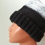 Ръчно плетена дамска шапка