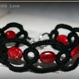 Гривна в червено и черно