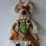 Зое е текстилна кукла заек за съхранение на пластмасови торбички