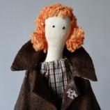 Ашли е текстилна кукла от типа Тилда, ръчно изработена