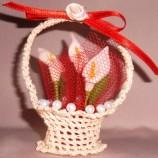 Подарък за сватба - ръчно изплетена и декорирана кошничка