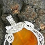 Медальон от бразилски ахат и бижутерска тел - сребърно покритие