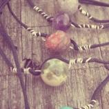 Гривни с естествени камъни