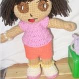 Ръчно изплетена кукла Дора Изследователката, с Раницата