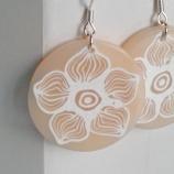 Големи бели цветя- обици от полимерна глина и  сребро