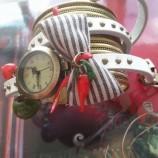 На крилете на любовта...Механичен часовник-винтидж стил